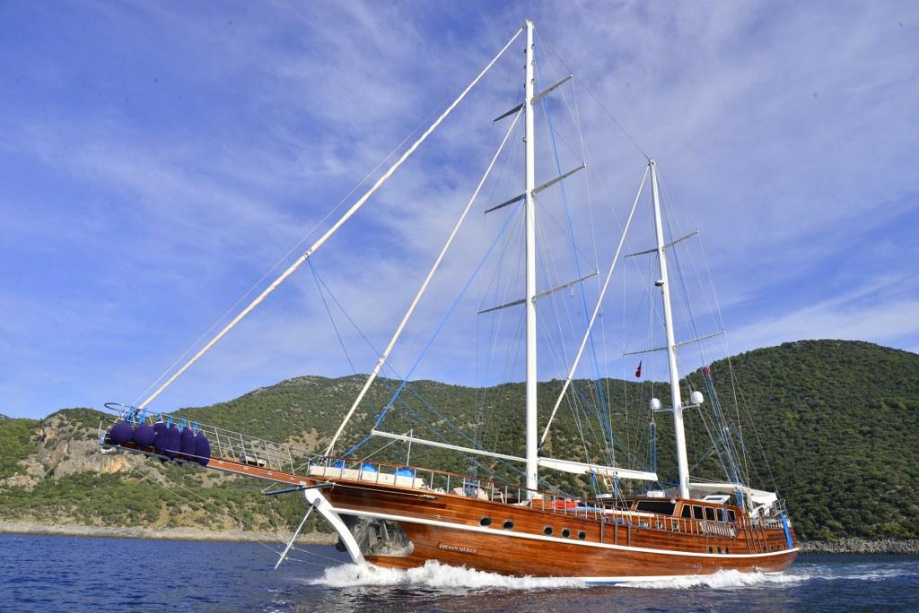 Yat Lycian Queen