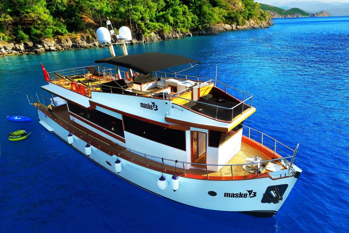 Yacht a Motore Maske 3