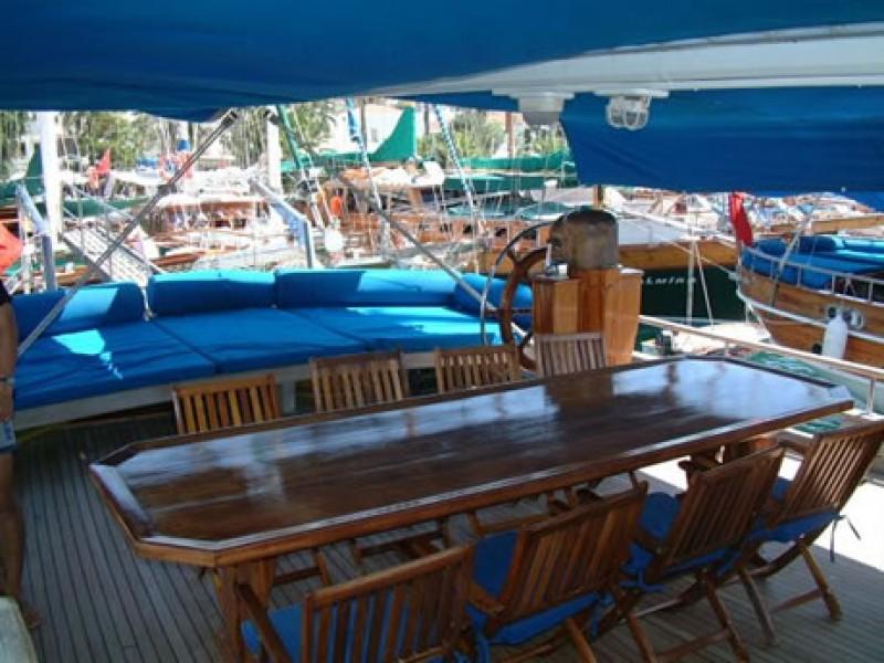 Yat Arielle Deniz